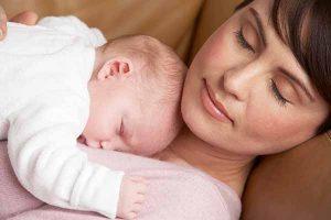 matka-s-novorodeniatkom